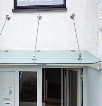 Schutzdach aus Sicherheitsglas