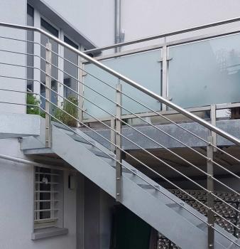 Außentreppe aus Stahl und Edelstahl