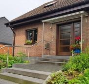 In Mülheim konstruierte der Edelstahlexperte Nappenfeld eine neue Vordachanlage aus Edelstahl