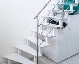 Treppe aus Stahl und Blech
